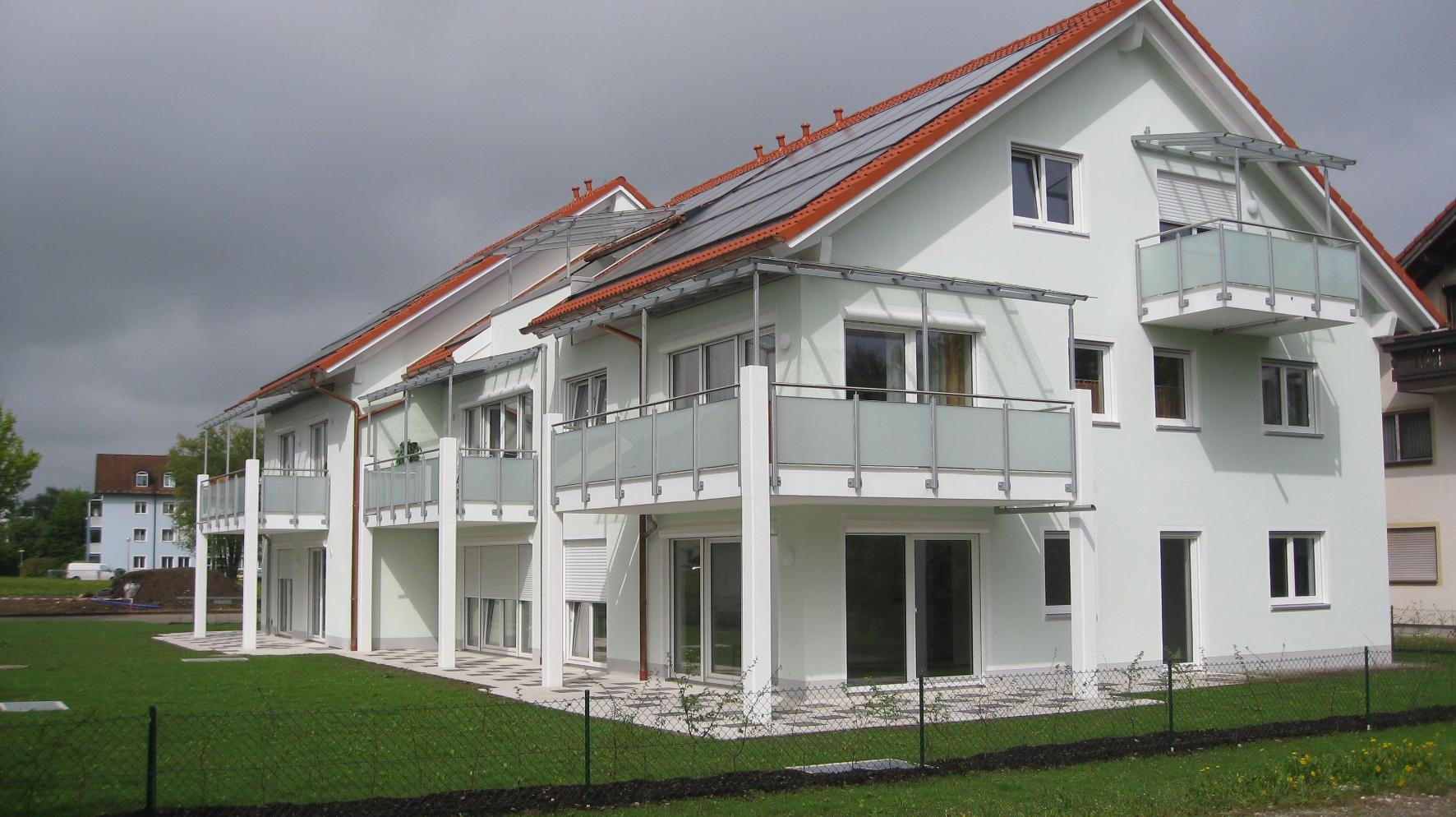 solar mehrfamilienhaus aus hochw rmed mmenden ziegeln. Black Bedroom Furniture Sets. Home Design Ideas
